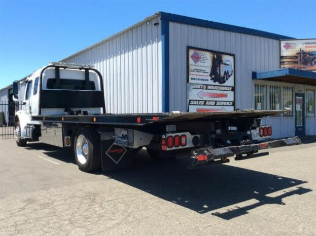 2018 Freightliner Business Class M2 106 full